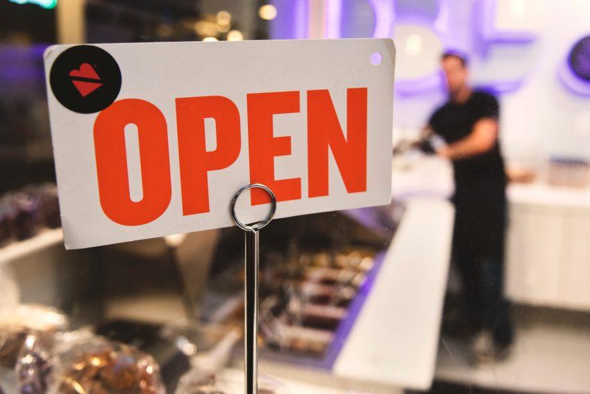 kolejne kroki do normalności otwarcie restauracji